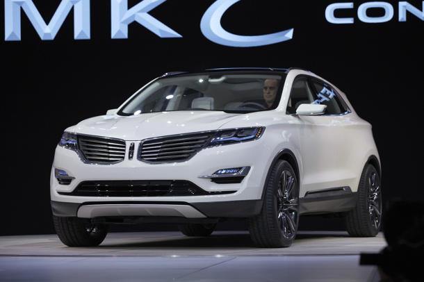 Lincoln MKC Concept previews the small Lincoln experience