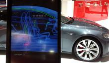 Tesla 爆能被空拍機無線破解的中控解鎖漏洞,還能傳染給其他車…