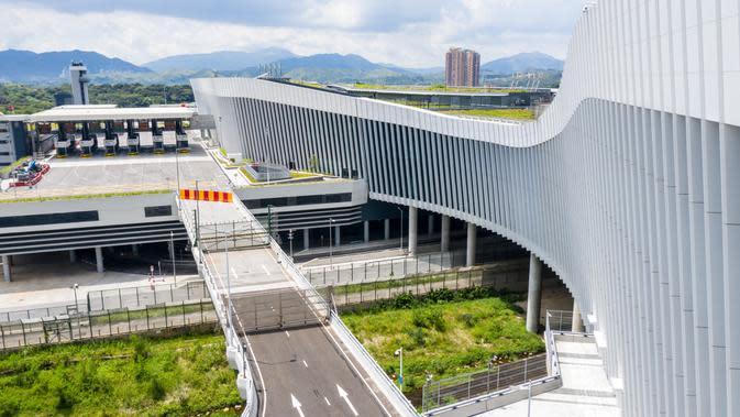 Foto udara menunjukkan Pos Pemeriksaan Perbatasan Pelabuhan Liantang/Heung Yuen Wai di perbatasan Hong Kong-Shenzhen, China (26/8/2020). Dengan dibukanya pos ini, Hong Kong akan mendapat banyak peluang di pasar yang sangat besar di Kawasan Teluk Besar Guangdong-Hong Kong-Makau. (Xinhua/Mao Siqian)
