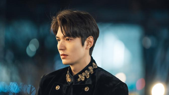 Lee Min Ho dalam The King Eternal Monarch (Netflix)