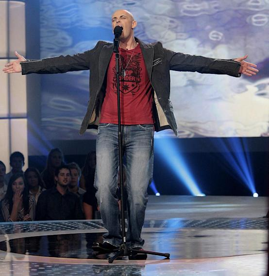 Phil Stacey performs in front of the judges on 6th season of American Idol.