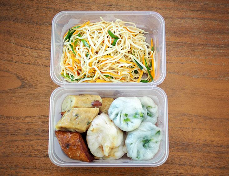 The noodles with broth are packed in separate plastic bags while the Teochew 'chai kuih', 'guang jiang' and 'mee diao' are packed in plastic boxes
