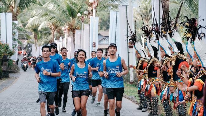 Sejumlah pelari dari berbagai komunitas memeriahkan peluncuran jersey dan medali Borobudur Marathon 2019 di Plataran Heritage Borobudur Hotel & Convention Center, Magelang, Minggu (6/10/2019). (foto: istimewa)