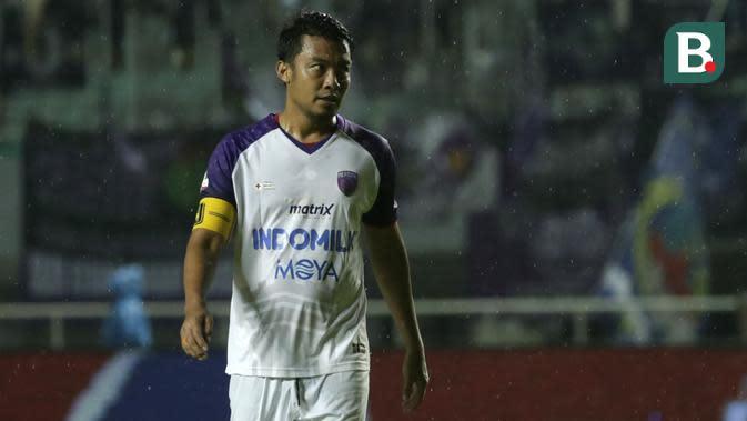 5. Hamka Hamzah (Persita) - Pada musim Shopee Liga 1 2020 ini, Hamka bergabung dengan Persita Tangerang. Bek berumur 36 tahun ini merupakan salah satu bek legendaris Indonesia yang pernah menjadi langganan Timnas Indonesia. (Bola.com/Yoppy Renato)