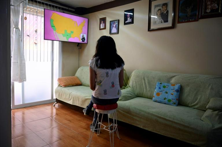 Mexican children go back to school through television