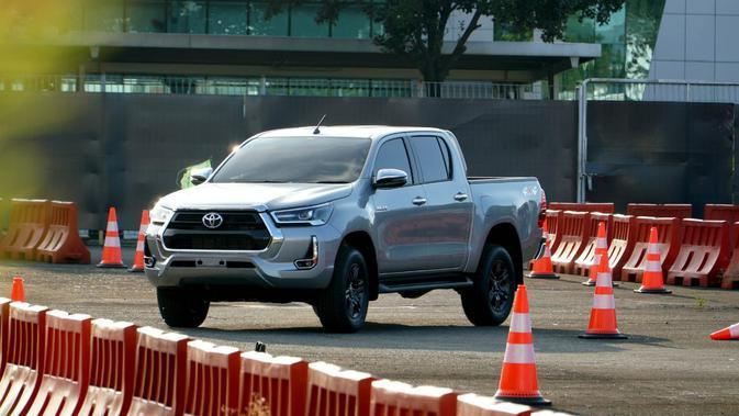 Resmi Meluncur, Harga New Toyota Hilux Mulai Rp241,7 Juta
