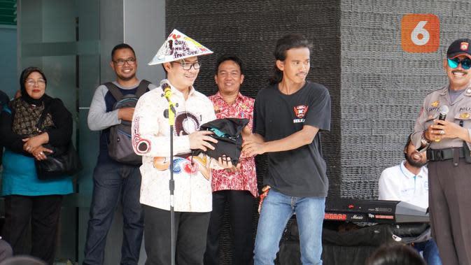 Sebanyak 20 orang anggota Komunitas Motor Peduli Kespro hadir di saat Kepala BKKBN Hasto Wardoyo melakukan peninjauan pelayanan KBMKJP di Puskesmas Balai Karangan, Kabupaten Sanggau yang berada di kawasan perbatasan Kalimantan Barat dengan Malaysia pada Sabtu, 15 Februari 2020. (Foto: Humas BKKBN)