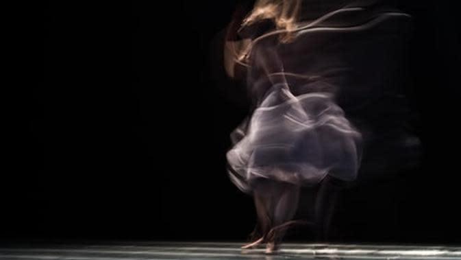 Ilustrasi menari (Foto: unsplash.com/Ahmad Odeh)