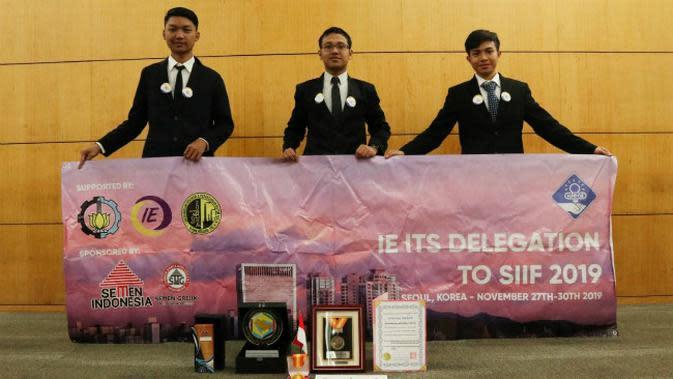 Tim ITS Surabaya meraih medali emas dan beberapa penghargaan pada gelaran Seoul International Invention Fair (SIIF) 2019 di Korea Selatan. (Foto: Liputan6.com/Dian Kurniawan)