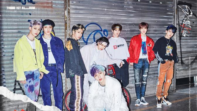 Para personel Stray Kids (JYP Entertainment via Soompi)