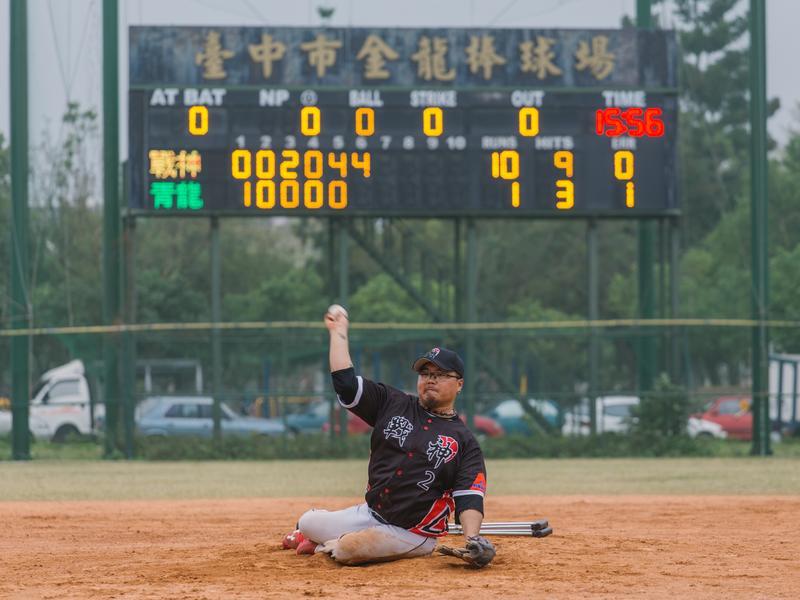 身障愛棒球 潘瑋杰的運動平權「找出口讓光進來」