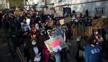 英國解封上路! 民眾不滿警擴權 動員示威反新法