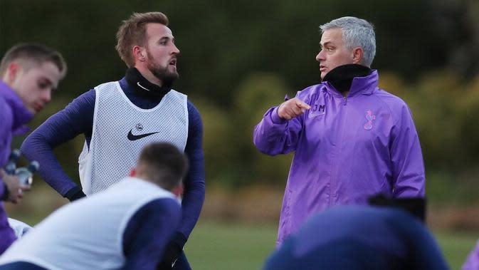 Manajer Tottenham Hotspur, Jose Mourinho (kanan) dan Harry Kane (@spursofficial)