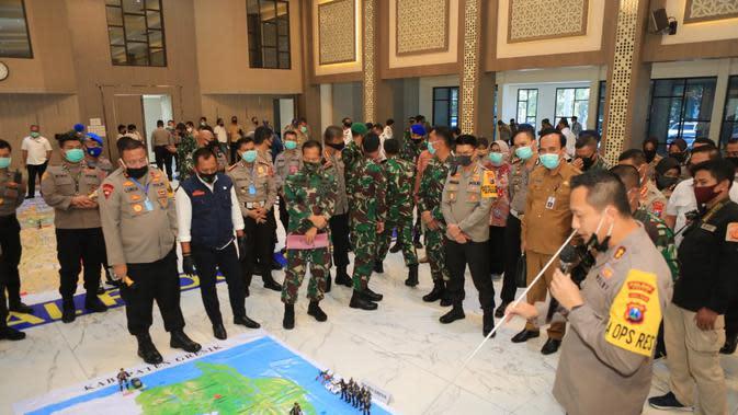 Polda Jatim menggelar tactical floor game (TFG) untuk memetakan kesiapan pengamanan dan personel menjelang Pembatasan Sosial Berskala Besar (PSBB) Surabaya, Sidoarjo, dan Gresik.