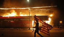 《美聯社》從照片看世界:2020年是一個痛苦的年份,一張照片說明了一切