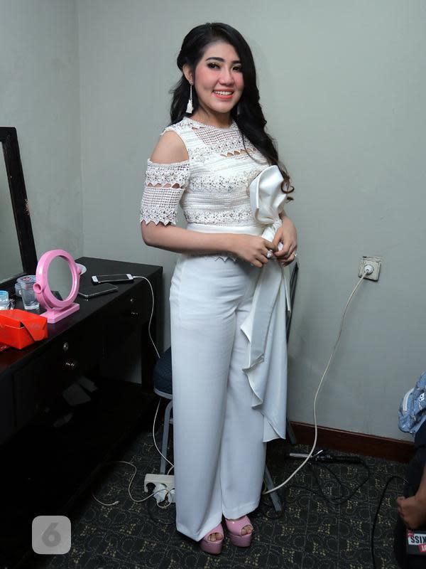 Ditemui di Jakarta Convention Center, Senayan, Kamis (11/1/2018), perempuan yang lahir dan besar di Jawa Timur mengaku pernah mengoleksi poster-poster yang bergambar idolanya semasa remaja. (Deki Prayoga/Bintang.com)