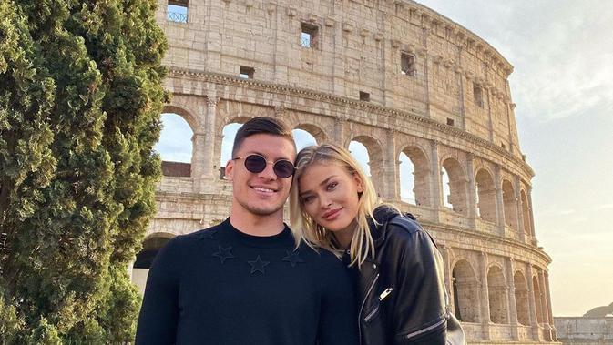 Striker Real Madrid Luka Jovic dan pacarnya, Sofija Milosevic. (https://www.instagram.com/sofijamilo)