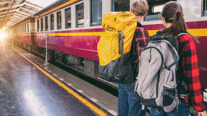 ilustrasi bepergian dengan kereta api | pexels.com/@veerasak-piyawatanakul-392493