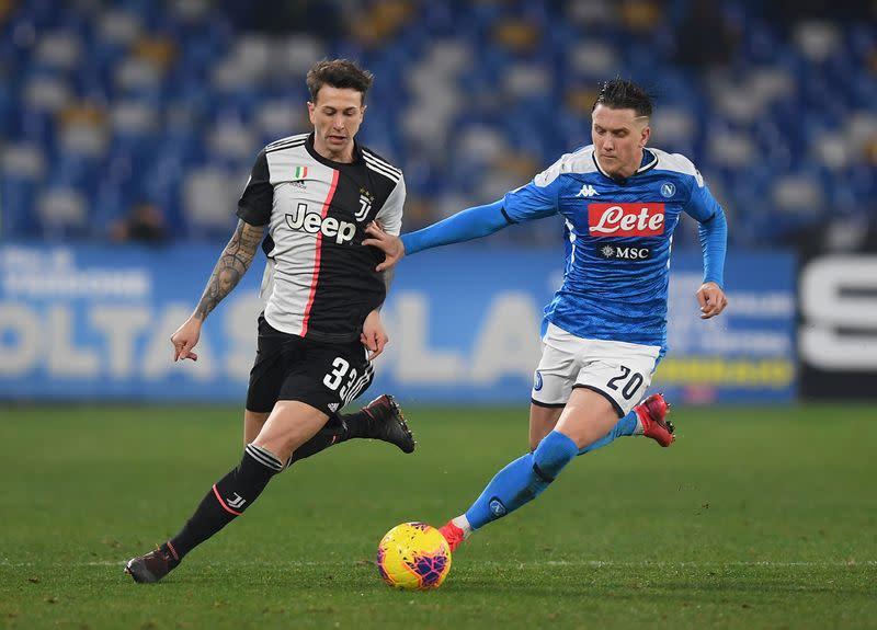 Napoli midfielder Zielinski tests positive for COVID-19