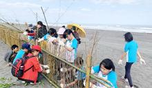 羅東林管處邀宜縣國中生 體驗搭堆砂籬