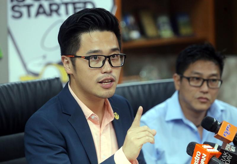 DAP Youth chief Howard Lee Chuan How chastised his party colleague from Pahang who filed a judicial review challenging a state government directive requiring all signboards to include Jawi. — Picture by Farhan Najib