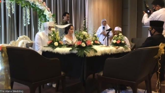 [Foto: Suasana Akad Nikah Angelica Simperler via Zoom Meeting]