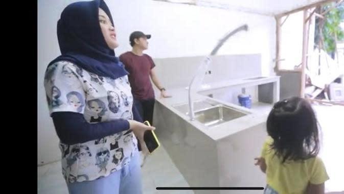 Rumah baru Putri Delina dari Sule. (YouTube Putri Delina via Merdeka.com)