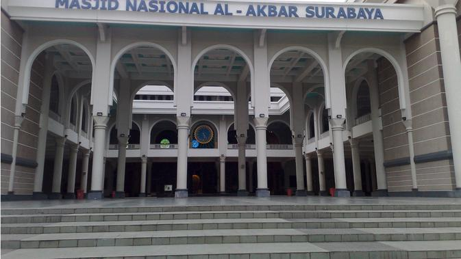 Masjid Nasional Al Akbar Surabaya (Sumber: simas.kemenag.go.id)