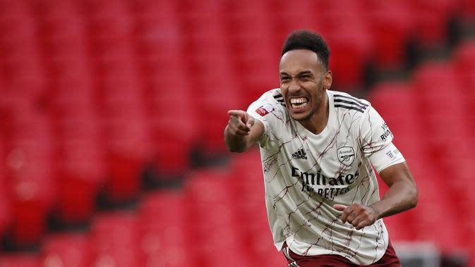 Selebrasi striker Arsenal Pierre-Emerick Aubameyang usai mencetak gol penentu pada adu penalti melawan Liverpool di Community Shield 2020, Sabtu (29/8/2020) (Andrew Couldridge/Pool via AP)