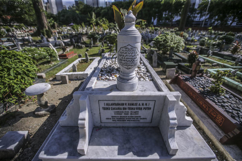 P. Ramlee's grave, which is located near the Saloma Link in Jalan Ampang, Kuala LumpurFebruary 21, 2020. — Picture by Hari Anggara