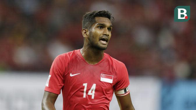 Kapten Singapura, Hariss Harun, saat melawan Timnas Indonesia pada laga Piala AFF 2018 di Stadion Nasional, Singapura, Jumat (9/11). Singapura menang 1-0 atas Indonesia. (Bola.com/M. Iqbal Ichsan)