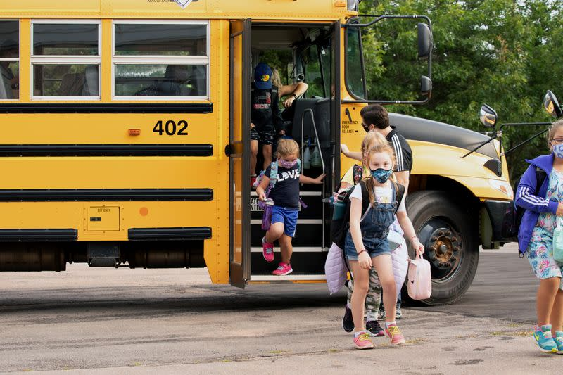 COVID-19 cases rise in Canada, schools to put pressure on testing system