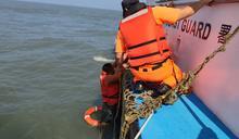 嘉義縣外傘頂洲修燈塔膠筏翻覆 船長罹難5工人獲救