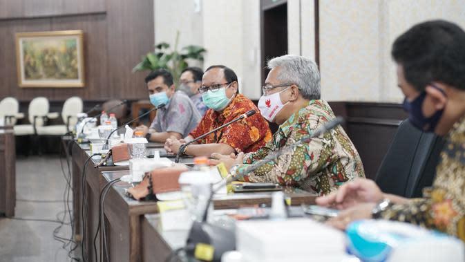 Acara pembinaan pegawai oleh Dinas Ketenagakerjaan dan Transmigrasi Provinsi Jawa Timur bersama dengan seluruh pengelola pelayanan SDM Pelindo 3 Group di Kantor Pusat Pelindo 3.