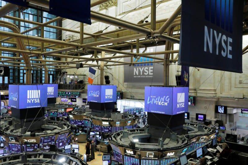 Wall Street dibuka bervariasi setelah indeks S&P cetak rekor baru