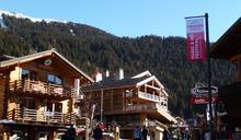 不想被隔離,瑞士滑雪勝地的 200 個英國人已摸黑跑路!瑞士人與英國人看法兩極