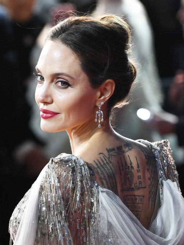 Angelina Jolie belum bisa memaafkan Brad Pitt karena sakit hati (FOTO: Splashnews)