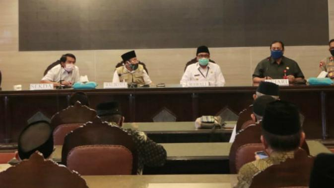 Rapat koordinasi antara Pemkot Malang dengan takmir masjid dan organisasi keagamaan untuk pelaksanaan ibadah idul fitri 2020 (Humas Pemkot Malang)