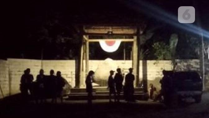 Suasana malam Keraton Agung sejagad. (foto: Liputan6.com / FB/edhie prayitno ige)