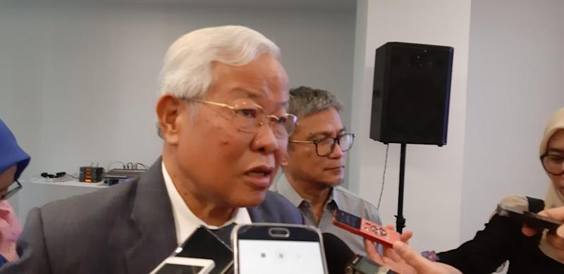 Datuk Seri Michael Manyin says the restrictions could have been imposed over claims that GPS lawmakers brought party flags and made political speeches at school events, December 6, 2019. ― Picture by Sulok Tawie