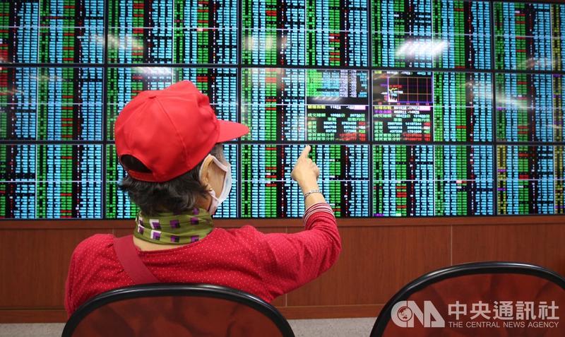 美股重挫拖累賣壓沉重 台股盤中大跌逾300點失守季線