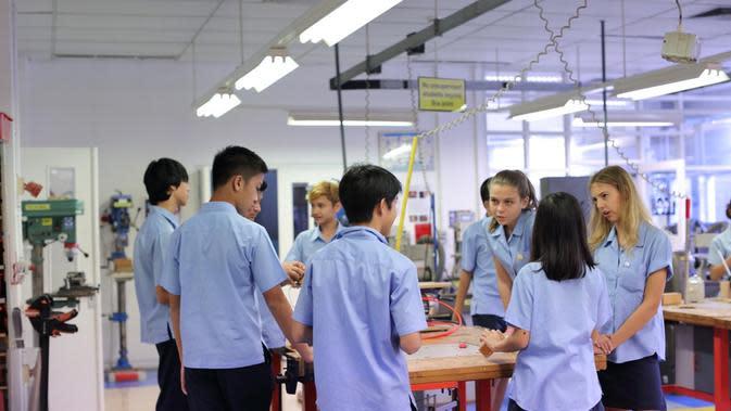 British School Jakarta mengajak siswa untuk berpikir kritis dan kreatif. foto: istimewa