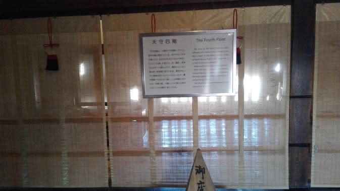 Lantai khusus untuk Emperor atau pemimpin tertinggi Matsumoto terletak di lantai 4. Atap dl lantai ini lebih tinggi dari lantai lainnya. (Andry Haryanto/Liputan6.com)
