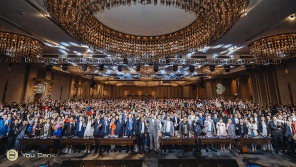 2019年10月27日,由You Bank集團主辦的全球《區塊鏈技術研討會》在全球最大的自由港口 -- 中國香港正式開幕。本次會議現場邀請到了近3000位來自全球各地的數字經濟行業精英和從業者們齊聚一堂,共同探討數字經濟和區塊鏈行業的技術前沿