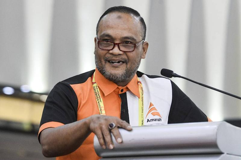 Sarawak delegate Andri Zulkarnaen speaks during the 2019 Amanah Convention in Shah Alam December 7, 2019. ― Picture by Miera Zulyana