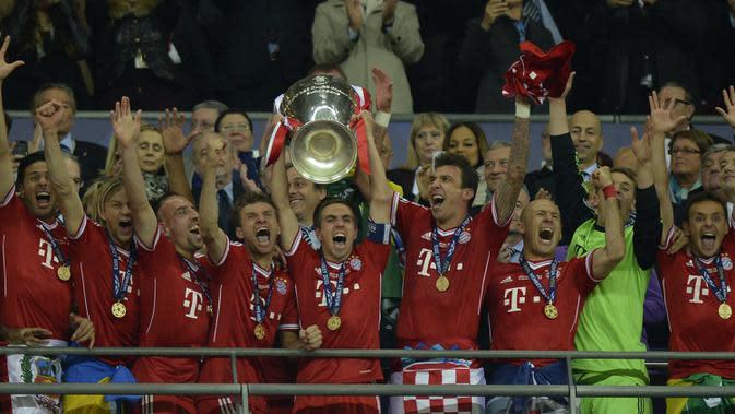 Bayern Munchen (5 kali juara) - Bayern Munchen tercatat pernah berhasil menjadi juara 3 kali berturut di Liga Champions pada tahun 1974-76. Tahun juara: 1974, 1975, 1976, 2001, 2013. (AFP/Adrian Dennis)