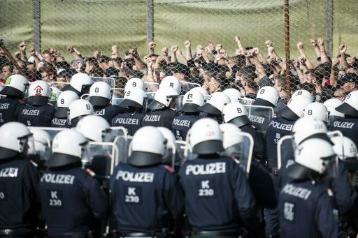 During the exercises police cadets played the role of migrants standing at border gates asking to be let in