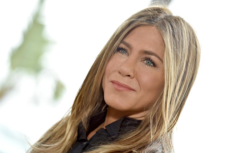 Jennifer Aniston Reveals Where Ross & Rachel Are Today in An Instagram Comment!