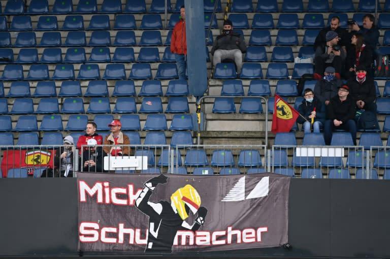 Vettel homage to Schumacheras Nurburgring fans shiver in fog