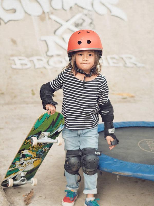 Potret Bjorka Anak Ringgo Agus Rahman Main Skateboard. (Sumber: Instagram.com/sabaidieter)